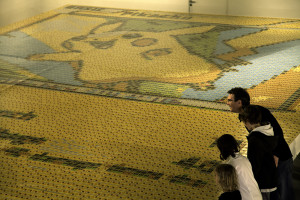 People_viewing_the_record_breaking_mosaic