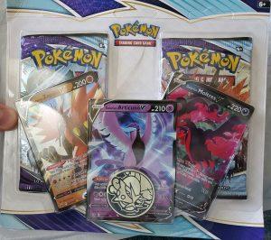 Pokemon-Center-Galarian-Birds-Blister-Pack-Compensation-1-300x266.jpg
